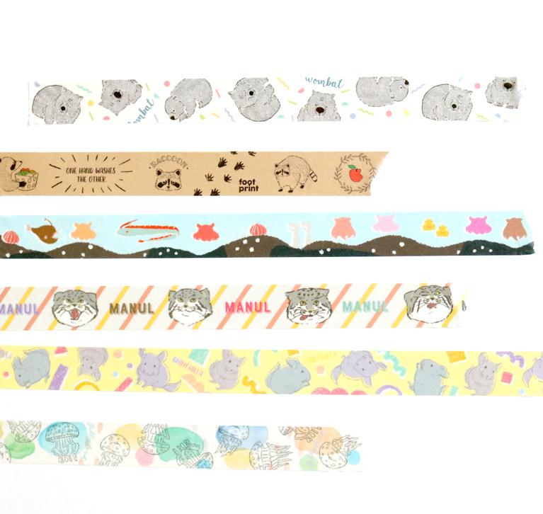いろんなポーズをとる動物たちのマスキングテープ。重ねて貼ったり、くりぬいて貼っても。
